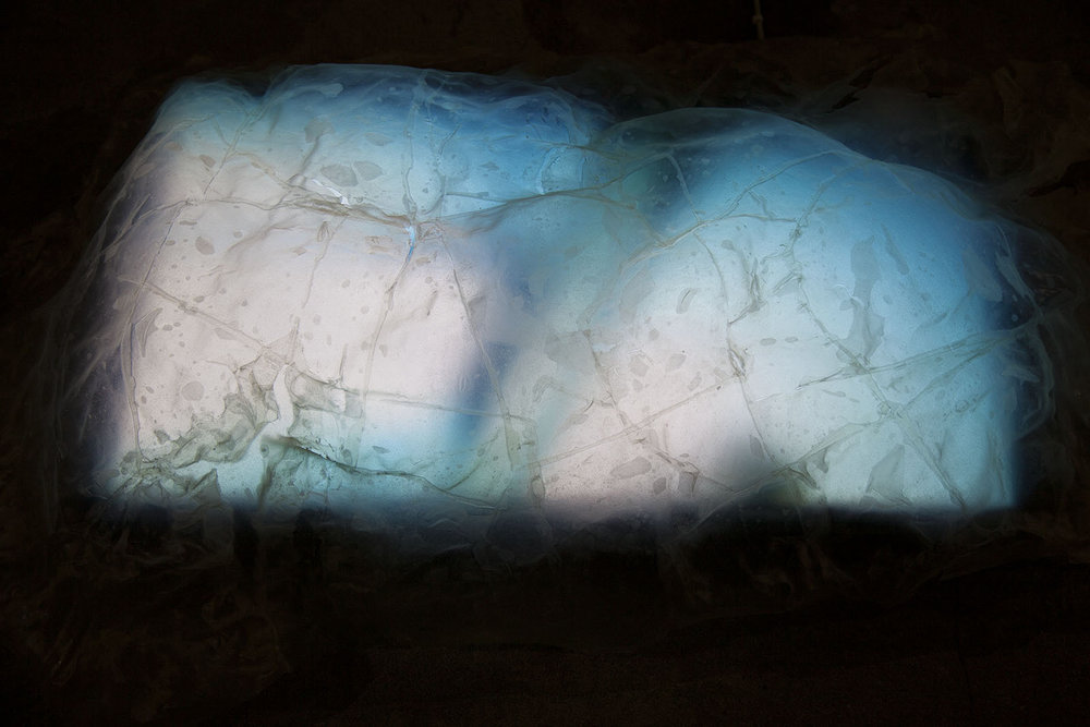 Ventricle 2018. Rice paper, gelatine, video on screen, approx. 70x110 cm. Foto: Sofie Hertz.