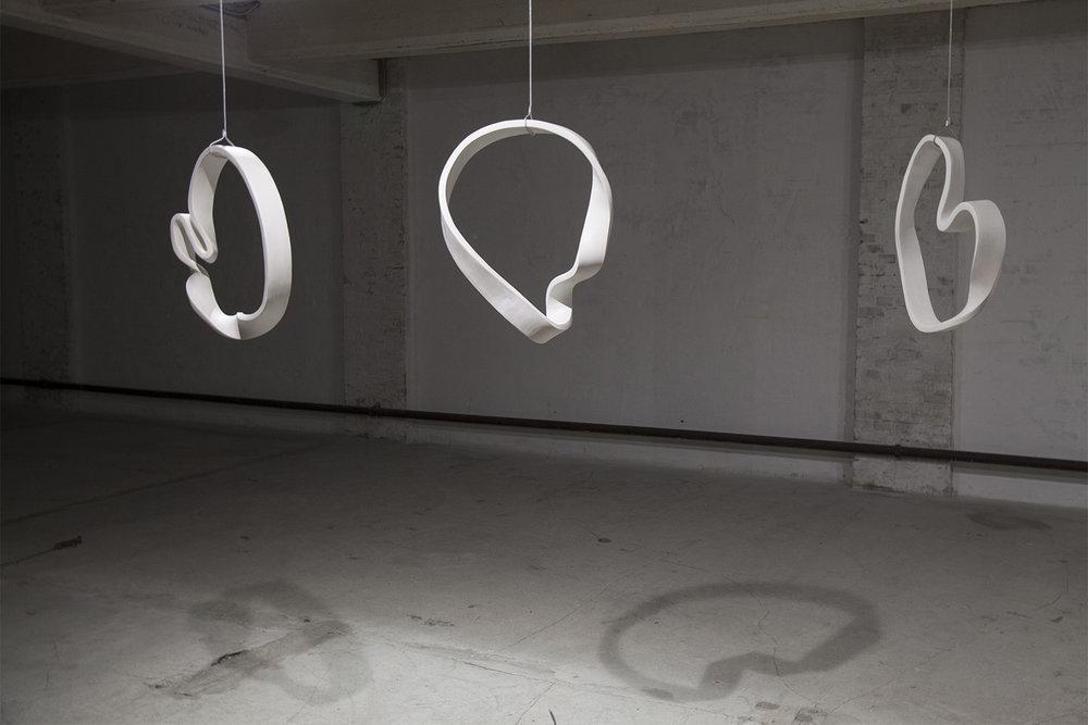Heart Bone Ribbon, 2018. Clay, wire, approx. 60x50x10x1,5 cm. Foto: Sofie Hertz.