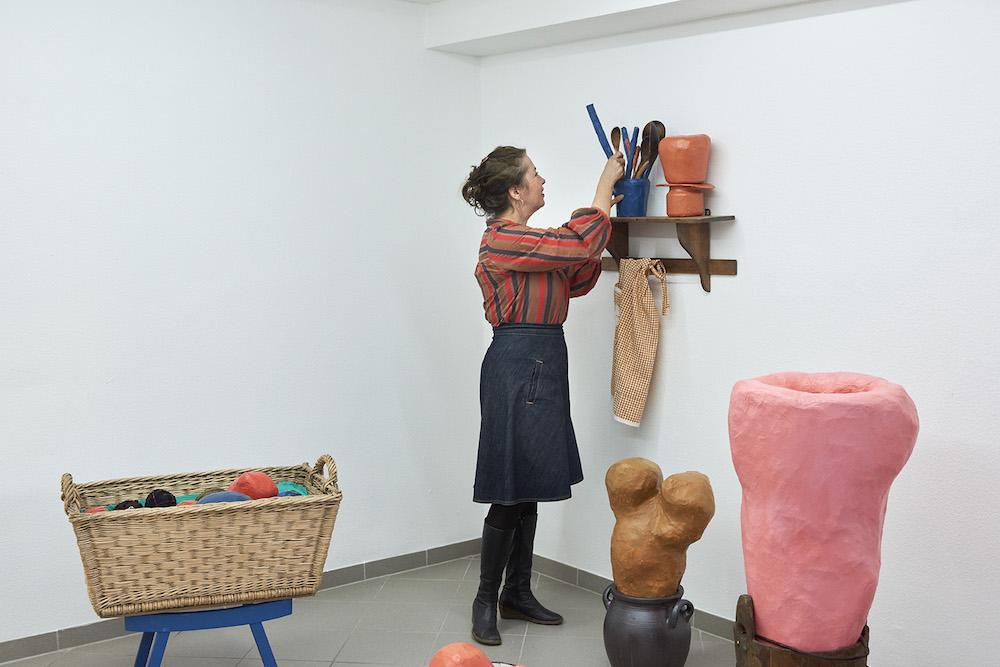 "Milena Bonifacini i installationen ""fadebur."" Foto: Kirstine Mengel."