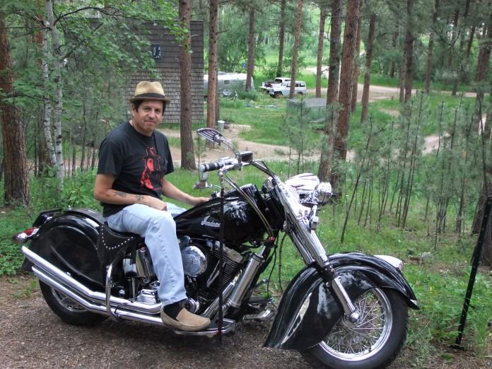 Jim på sin motorcykel.