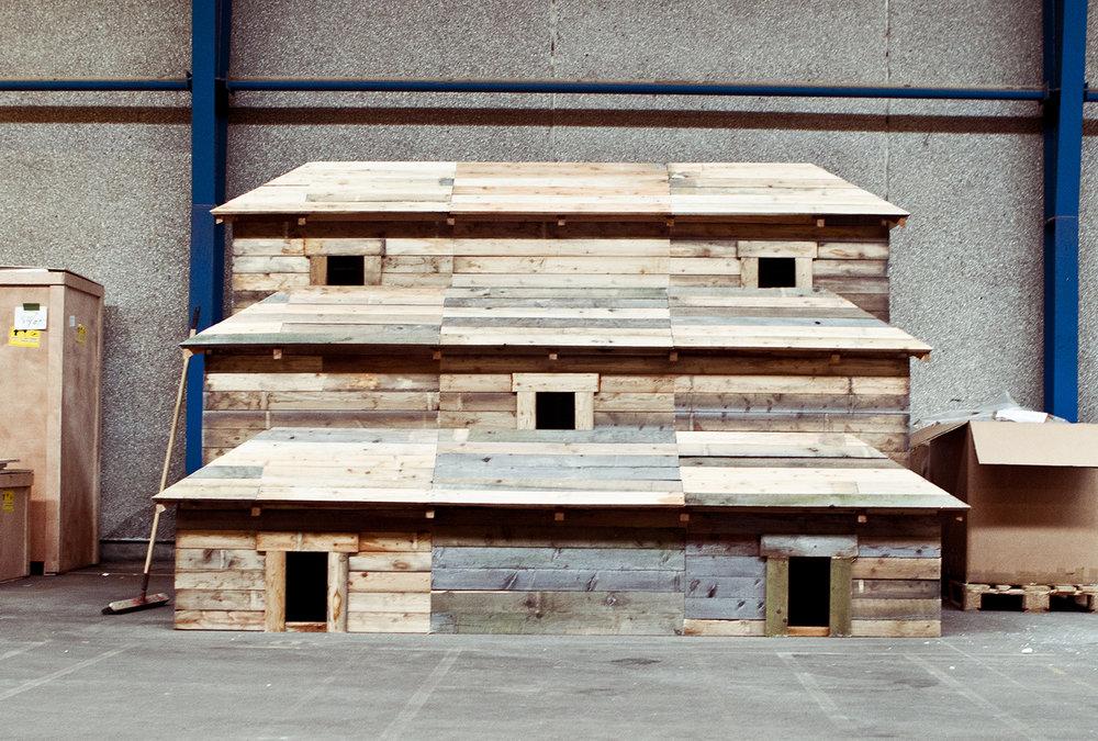 """Flossie Peitsch, """"Stack House"""" (før opsætning). Foto © I DO ART Agency."""
