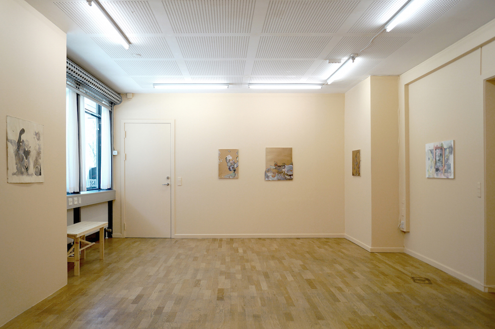"Camilla Rasborg ""HOVEDLØS eller ubestemt maleri og kollage"" (installation view), 2018. Foto: Camilla Rasborg."
