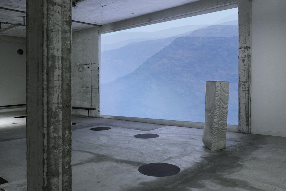 "Maria Michailidou, Ulla Eriksen & Mette Borup Kristensen ""Extend over so as to cover partly"" (Installation view). Foto © kunstnerne."