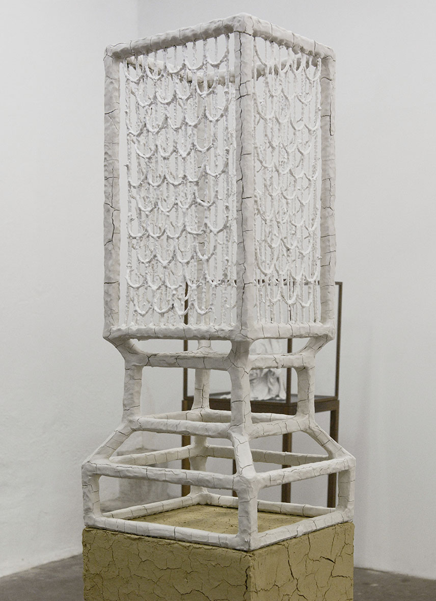 """Manuel Canu """"The place that never was,"""" 2018 (White clay, wood, rope, porcelain slip on red clay pedestal, 90x40x40cm). Photo: Valérie Collart."""