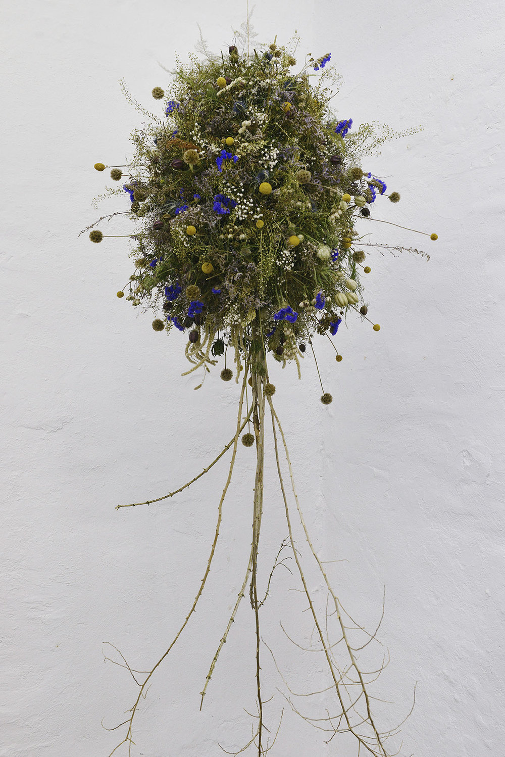 """Louise Drost Harton """"Tree,"""" 2018 (Installation made out of dead flowers and branches build on wire, approx. 60X100 cm). Photo: Valérie Collart."""