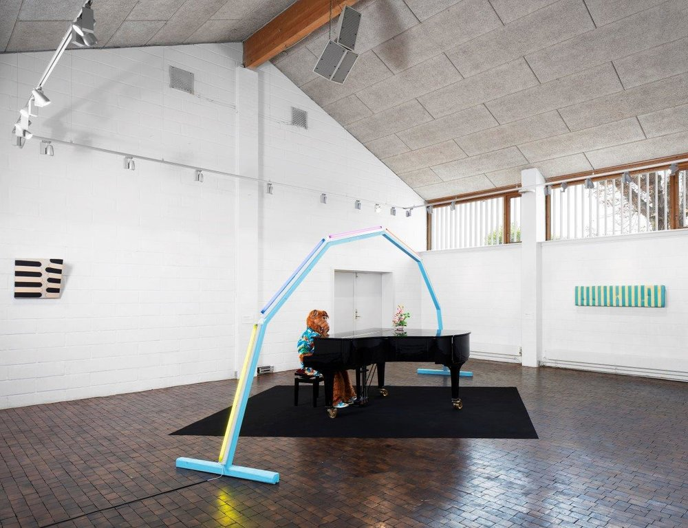 """Interdimensionale 1"" | Søren Hüttel (installation), Astrid Marie Christiansen (maleri)."