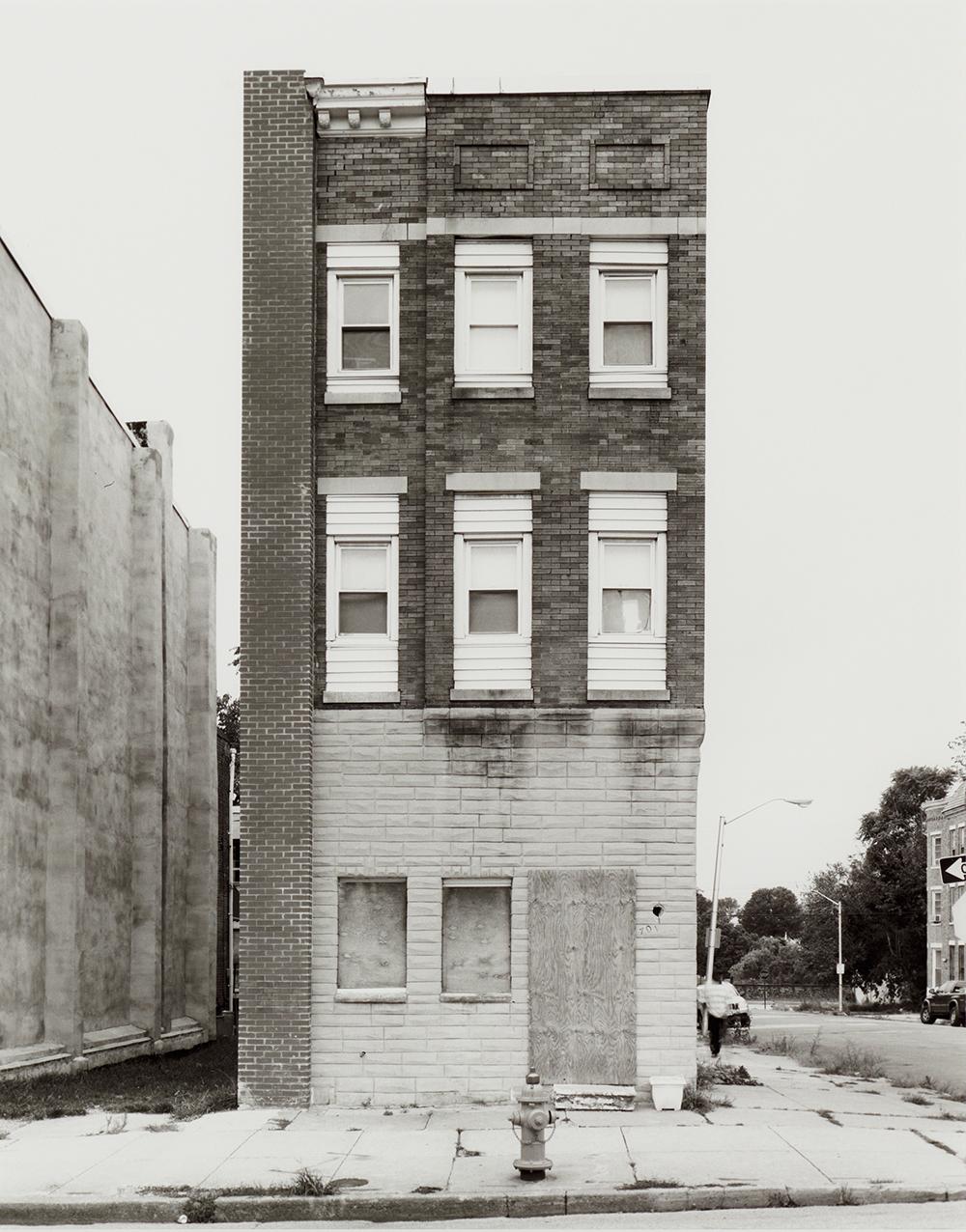 Joachim Koester, Some Boarded Up Houses 06, 2009-2013. Udvalg af fotografisk serie i 22 dele. Courtesy Nicolai Wallner.