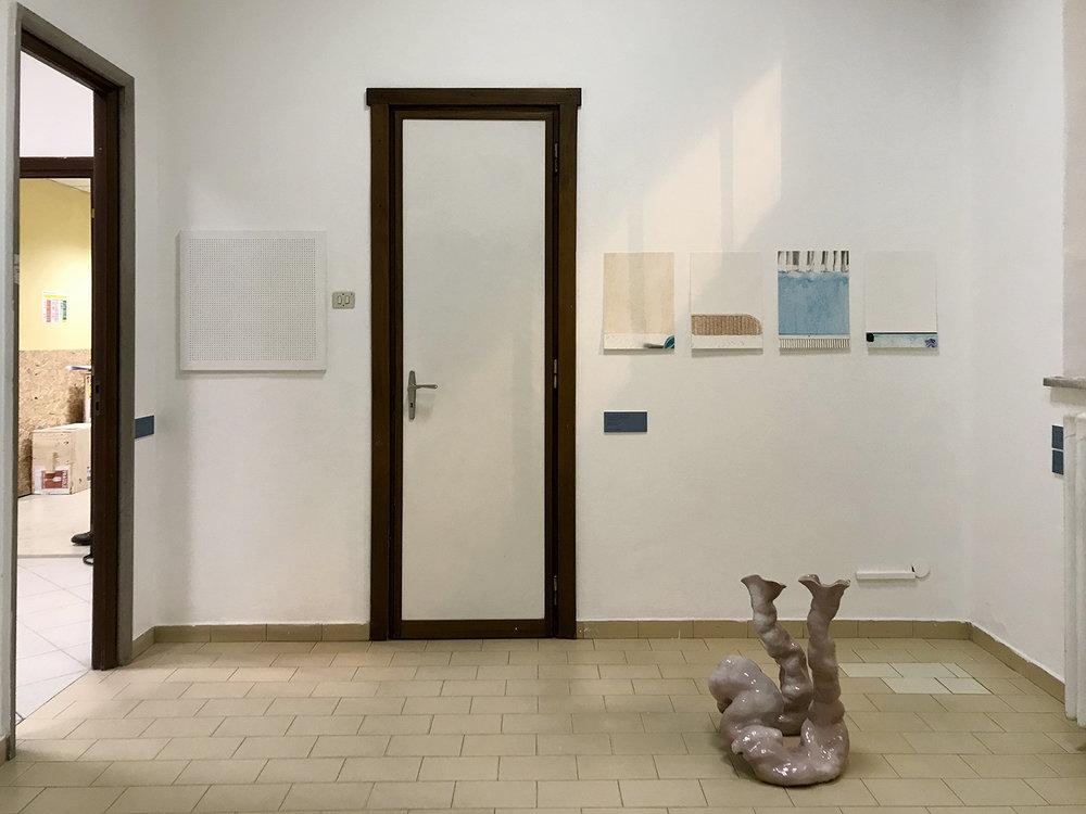 """Væg: Anne Skole Overgaard """"Ceiling panel, The National Hospital, psych. dep., room 2,"""" """"Hotel room,"""" """"Guest room,� """"Dressing room� & """"Studio."""" Gulv: Nour Fog """"Vacant Potential.� Foto: Sonja Lillebæk Christensen."""