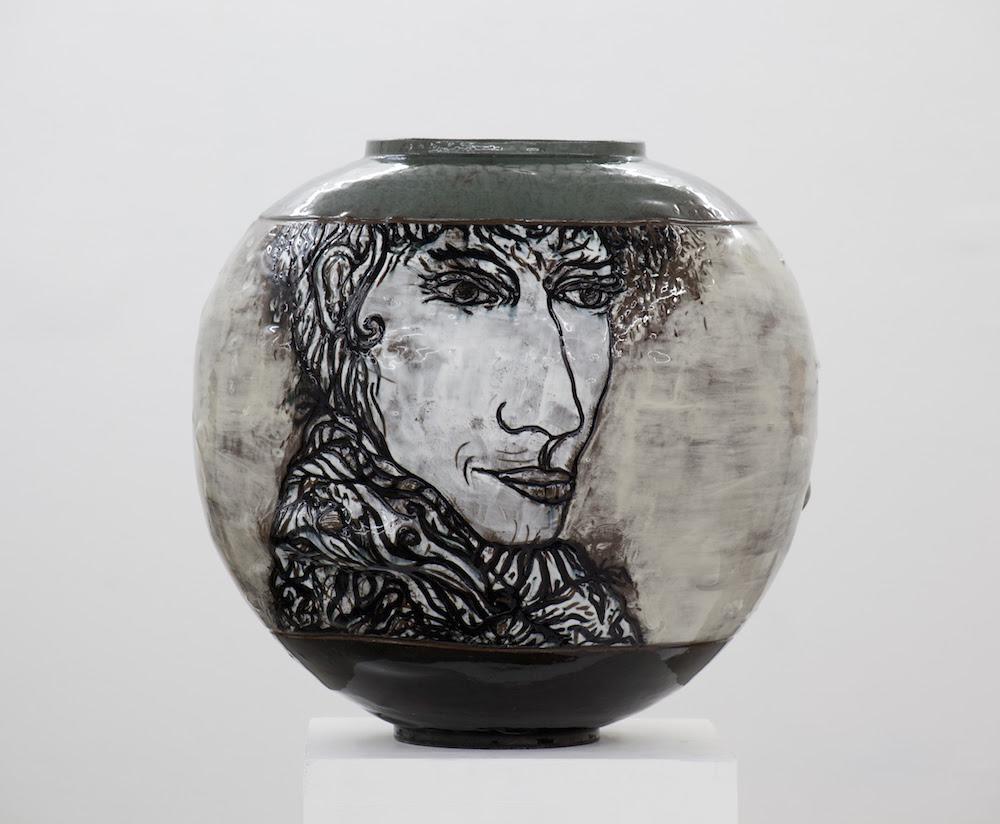 Knud Odde: Moon Jar, 2018. Glazed ceramics, H 40 / Ø 40 cm.