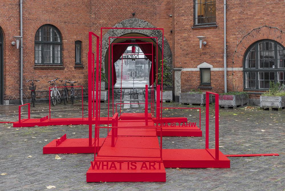 Anja Bache, Scenen er sat (Detalje, gårdrummet Toldkammeret, Nedslag 3). Foto: Ole Akhøj.