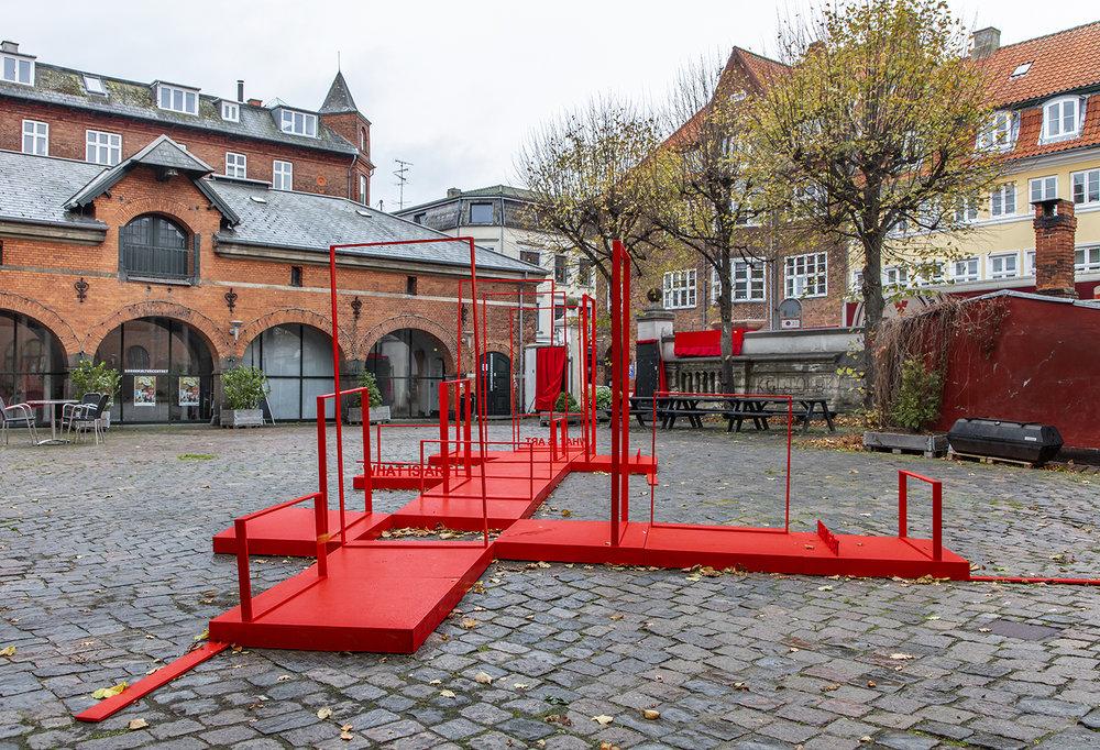 Anja Bache, Scenen er sat (Detalje, gårdrummet toldkammeret, Nedslag 3) Foto: Ole Akhøj.