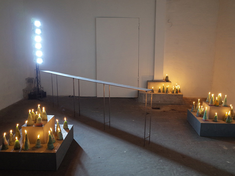 """Isabel Theselius """"I Will Tell You How Fire Comes"""" (installation view). Foto: Marko Cesarec."""