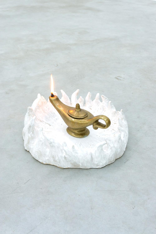 Hesselholdt & Mejlvang, Wish, 2018.  (Genie lamp, Stoneware, 15 x 43 x 43 cm).