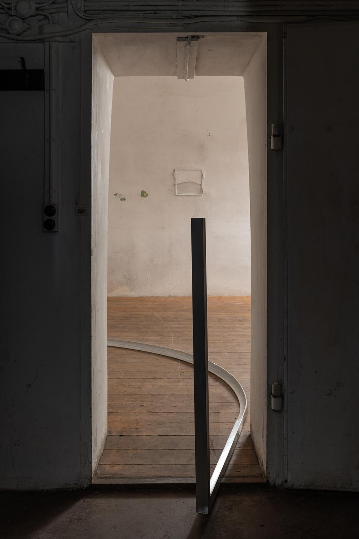 Polished doors, cloth dripping, 2018. Aluminium, Jesmonite, glass fiber. Photo: David Stjernholm.