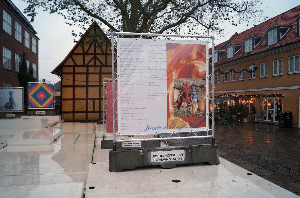 """Tine Adler Jørgensen, er inviteret af Emilia Rosenkrantz, medlem af Udstillingsstedet Sydhavn Station """"Jambon Soap Noir (Skinke Sæbe Noir),"""" 2018 (print på banner 200x200 cm). En semi biografisk travel-novela i 4 afsnit. Foto: Camilla Rasborg."""