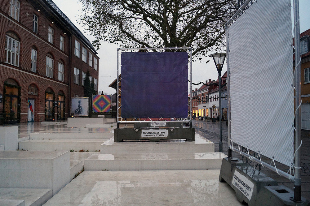 "Mads Juhl ""Gælder jeg kun,� 2018 (print på banner, 200x200cm). Foto: Camilla Rasborg."