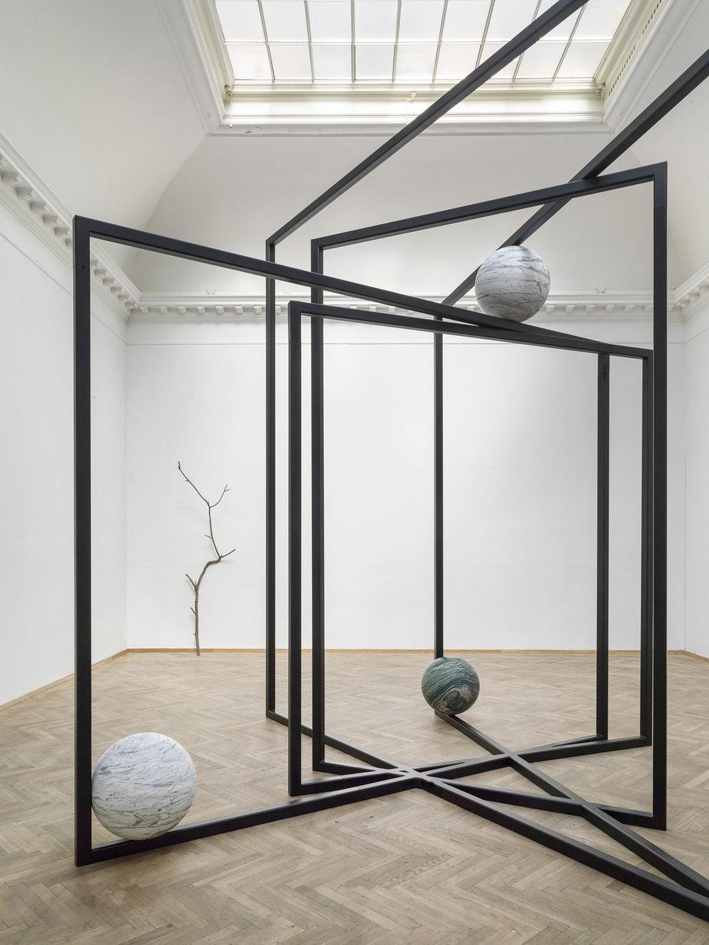 Alicja Kwade, 'DrehMoment' (2018), 'Parralelwelt (Ast/AntiAst)' (2018). Kunsthal Charlottenborg 2018. Foto: Roman März. Courtesy the artist, KÖNIG GALERIE, 303 GALLERY, kamel mennour.