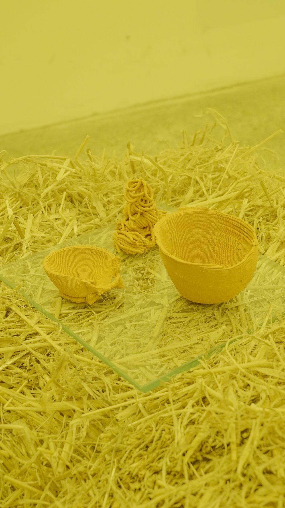 "Theodor Præst Nymark Jensen ""Untitled (Vessels),"" 2018 (haystack, glass plate, 3D printed ceramics). Photo: Frej Volander & Theodor Præst Nymark Jensen."