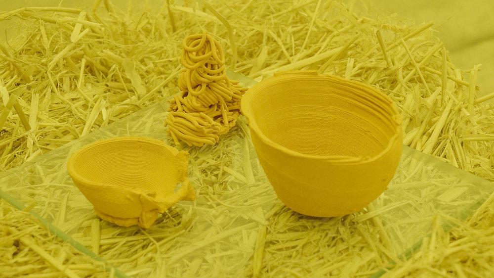 "Theodor Præst Nymark Jensen ""Untitled (Vessels),� 2018 (haystack, glass plate, 3D printed ceramics). Photo: Frej Volander & Theodor Præst Nymark Jensen."