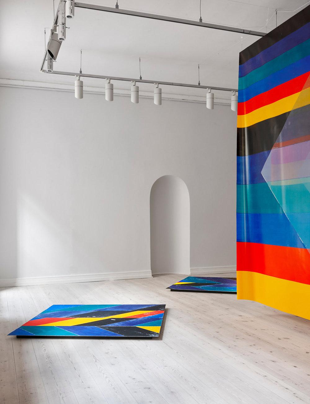 "Ingrid Kæseler ""Extract,� 2019 (akryl på gaze og aluminium). Foto: Torben Petersen."