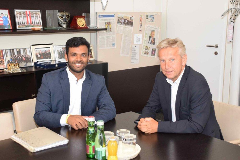 ÖCV Präsident Jayasekara im Gespräch mit ÖCV Klubchef Lopatka (c) ÖCV Klub