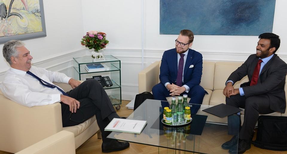 Minister Schelling im Gespräch mit Vertretern des ÖCV (c)BMF