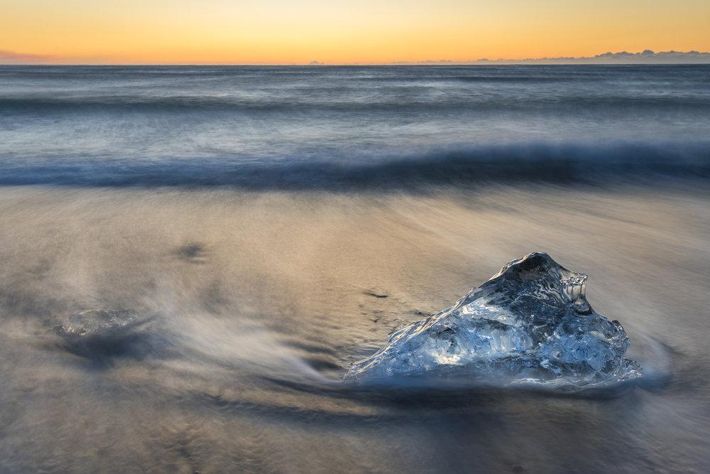 Ice chunk and incoming tide. Jökulsárlón beach.