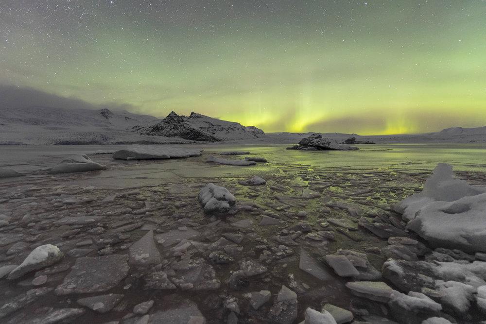 Northern lights. Fjallsárlón glacier.