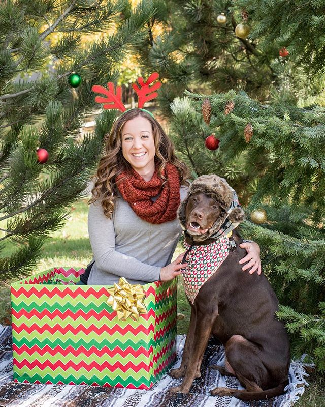 I always tell clients that they can bring any props they'd like - JAZZ IT UP! Make your session your own like Steph and Maddie!  Now booking Holiday Minis on 12/1 and 12/2 - contact form link is in my bio!