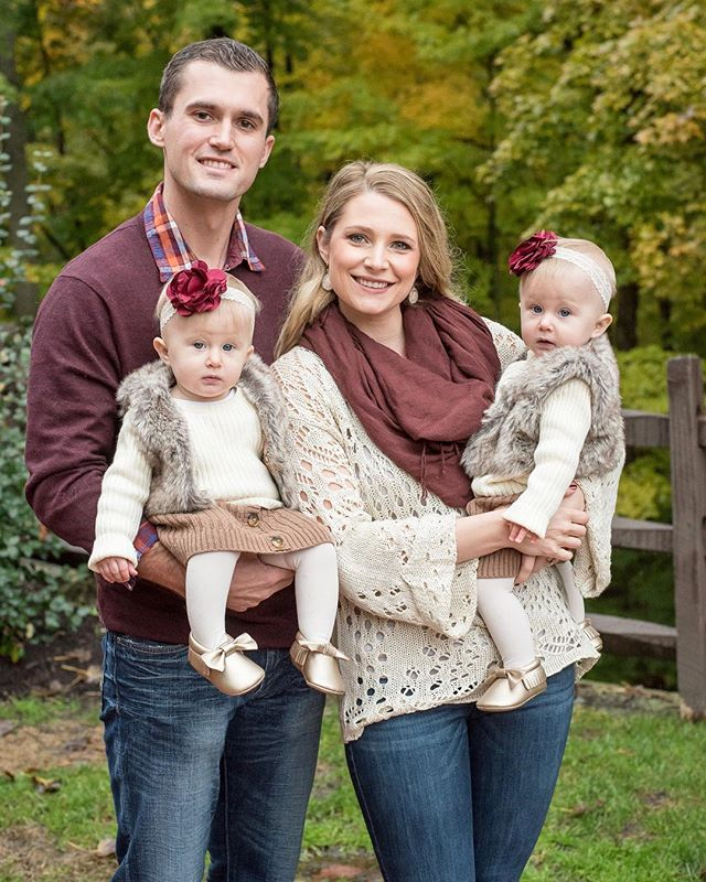 It was gloomy and wet outside all day today but you wouldn't know it from this fall family photo! 🍂🍃🍁