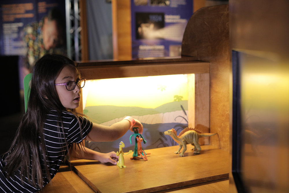 Visitor with Stop-Motion station left side.jpg