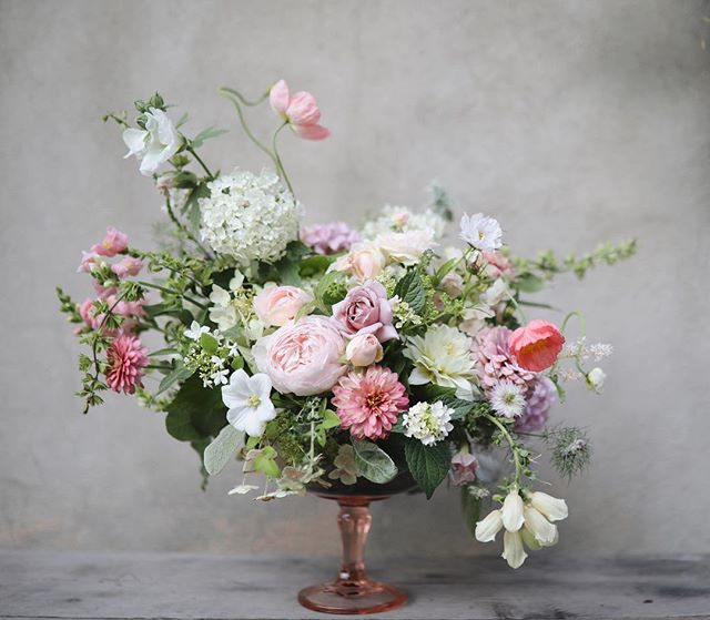She asked me to get her good side. 📷:@josiepayne #everydayibt #flowersofinstagram #gardenstyle #weddingcenterpieces #dspink #pink #flowers #dsfloral #gardentovase #vscoflowers #livinglifewithflowers #underthefloralspell #flowerpower #flowerlove #floraldesign #lovelysquares #pursuepretty #instablooms #flowerstagram #stylemepretty #marthaweddings #marthablooms #imsomartha #sobridaltheory #growfloret #gardengathered  #inspiredbypetals #weddinginspo #theknot #blooms