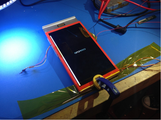 An early Project Ara phone boots for the first time!