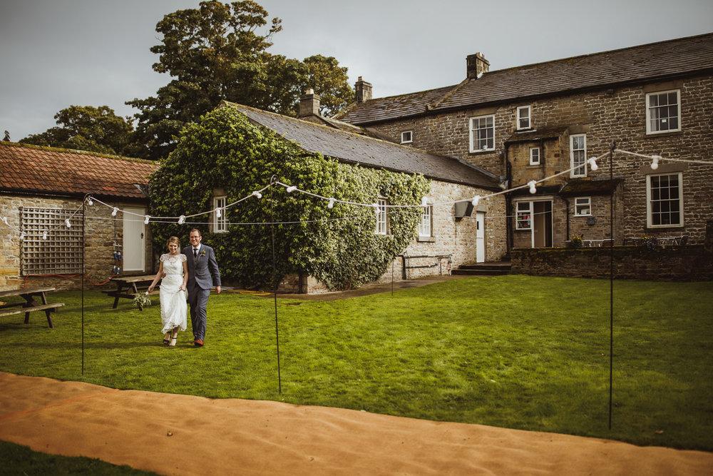 blue_lion_yorkshire_wedding_photographer-94.jpg