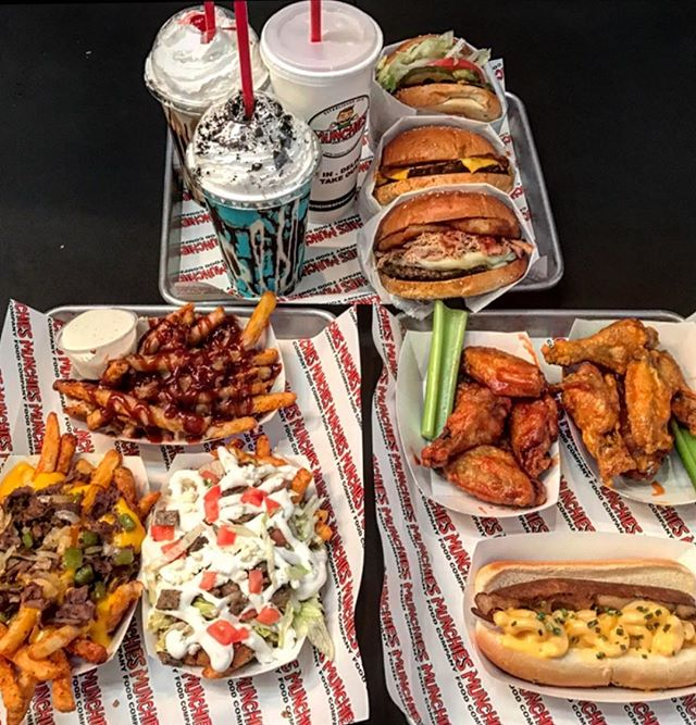 When the munchies hit 👊🏻@munchiesfoodco #freshmen15 #420 #eatingfortheinsta #eeeeeats #burgers #milkshake #fries #munchies #high #food #foodie #foodporn #wings #hot #hotdogs