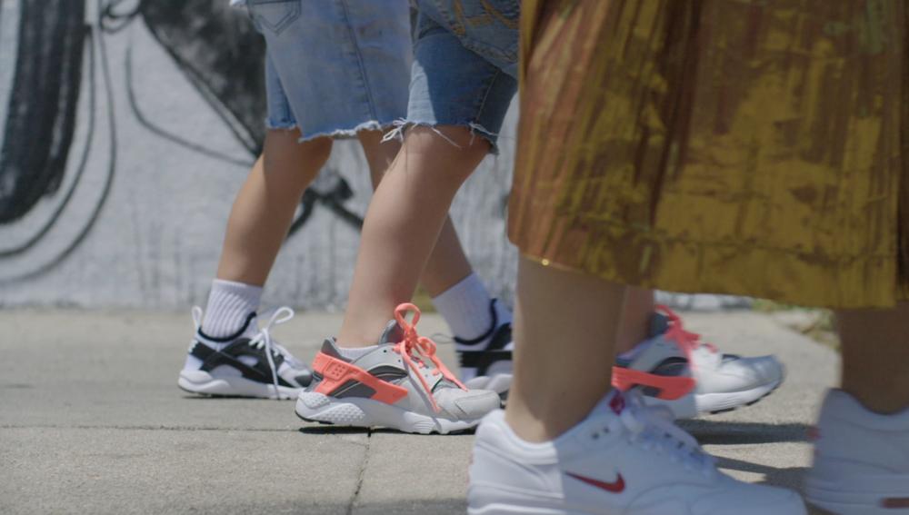 KIDS FOOT LOCKER // SNEAKER MAMA