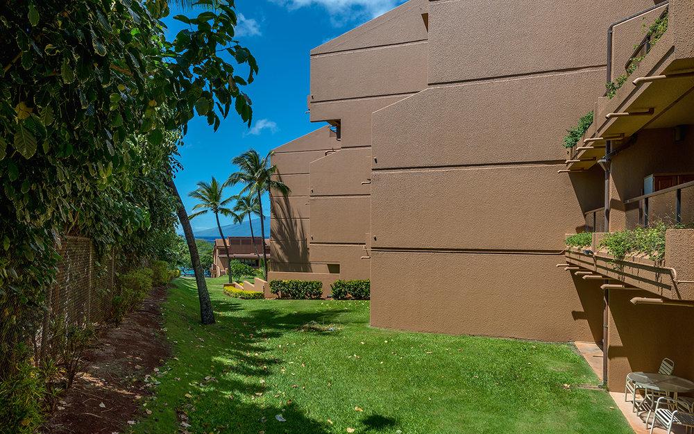 Kahana-Villa-Maui-Condos-18-Grounds.jpg