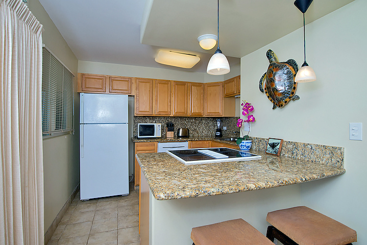 Honokowai-Vacation-Rentals-Maui-Hale-Ono-Loa-121-7-kitchen-2.jpg