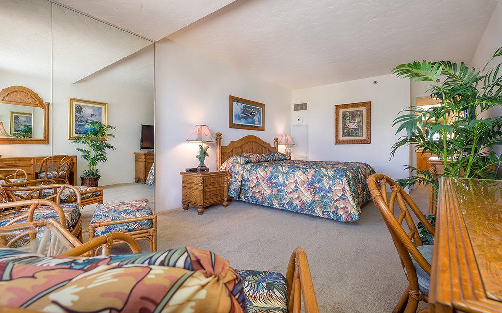Kaanapali-Alii-171-Maui-Condo-Rental-15-master-bedroom-b.jpg