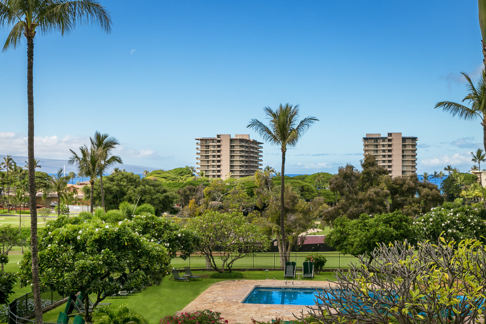 kaanapali-royal-resort-maui-condos-golf-KRO-H202-grounds-1.jpg