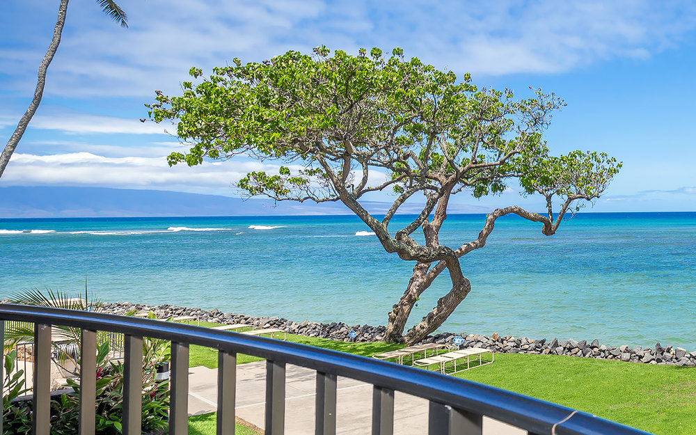kahana-reef-vacation-condo-rentals-on-maui-KR212-lanai-c.jpg