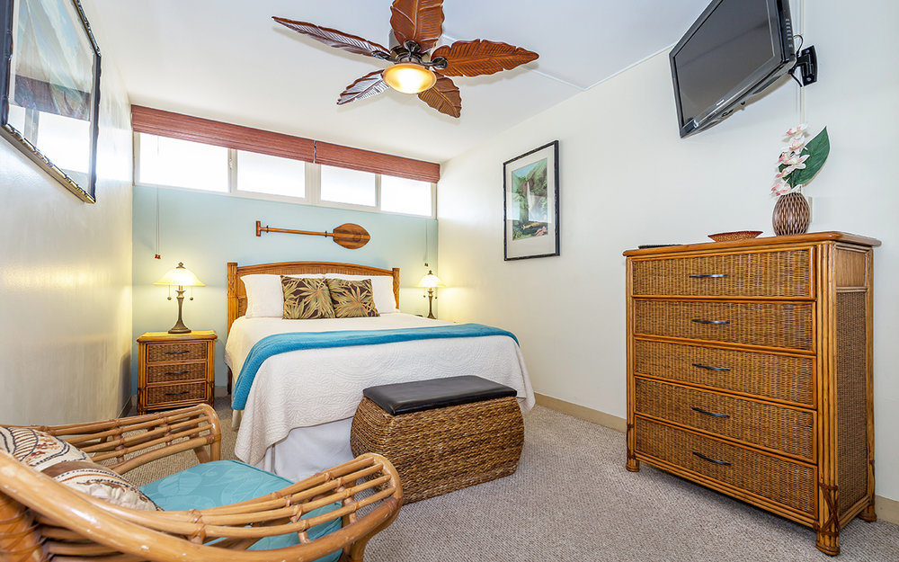 kahana-reef-vacation-condo-rentals-on-maui-KR212-mbed-d.jpg