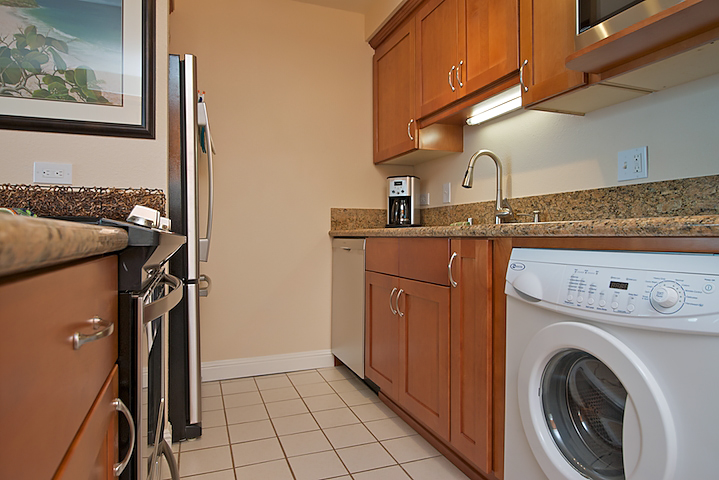 Maalaea-Banyans-Bay-Resorts-Maui-Condos-MB310-kitchen-4.jpg