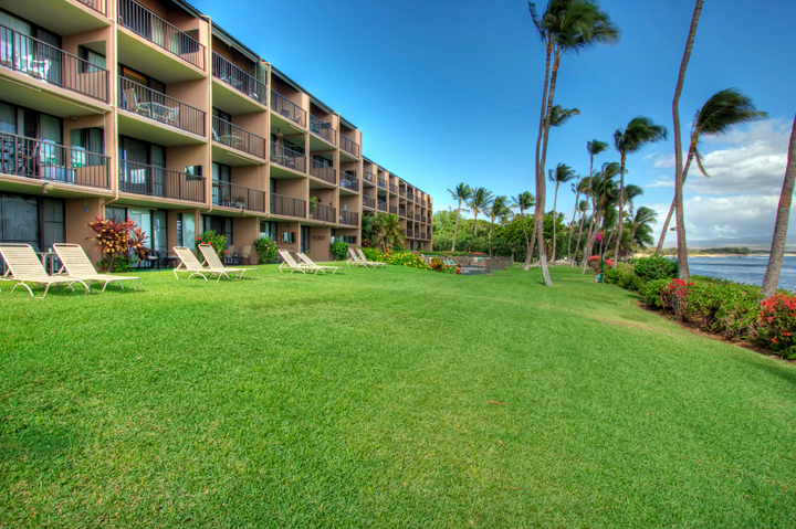 Maalaea-Banyans-Condo-Rentals-Maui-Grounds-1.jpg