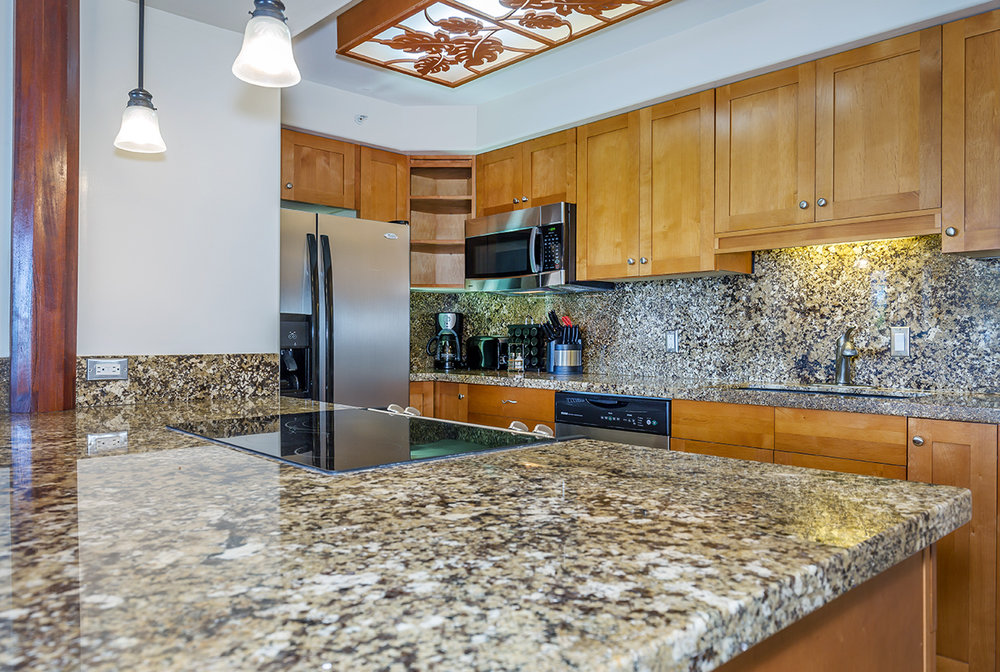 Valley-Isle-Resort-Maui-Condominium-Rentals-VLI0403-kitchen-1.jpg