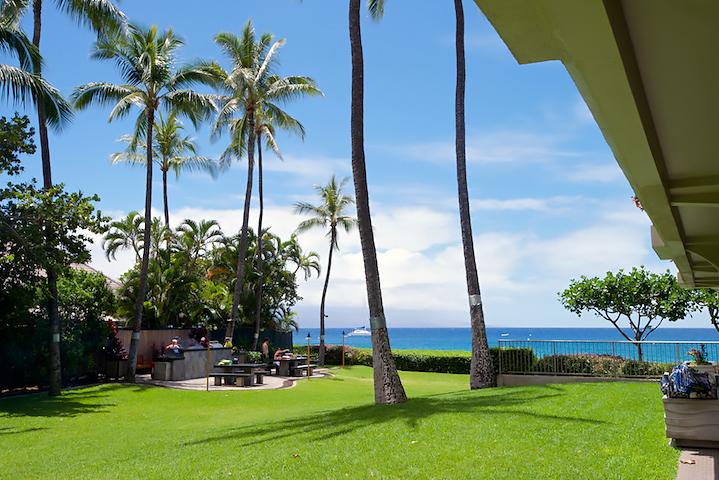 The-Whalers-Maui-Condos-Kaanapali-WH159-lawn-2.jpg