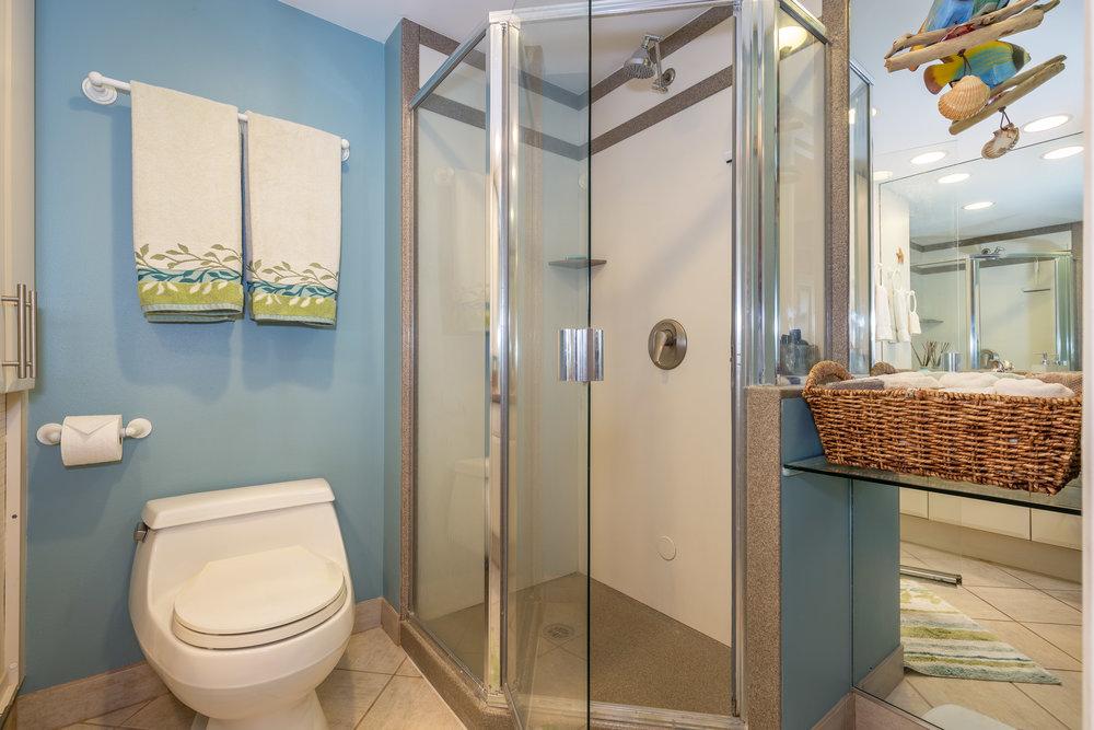 KR212-master-bathroom-c.jpg