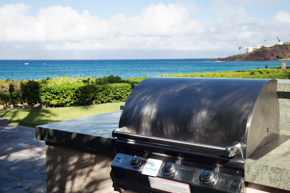 The-Whalers-Kaanapali-Condos-05-Grill.jpg