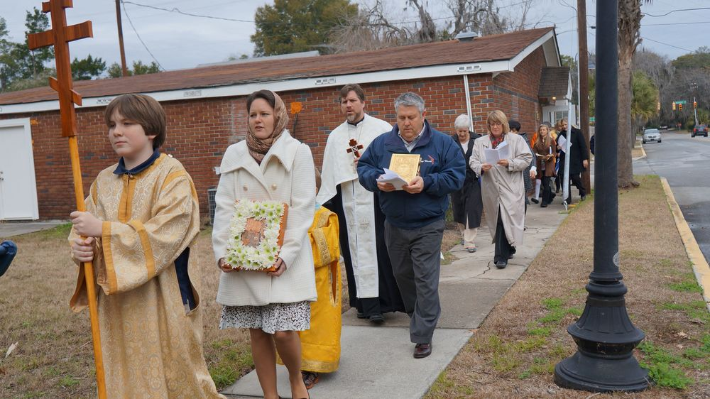 Procession from church to waterfront.jpg