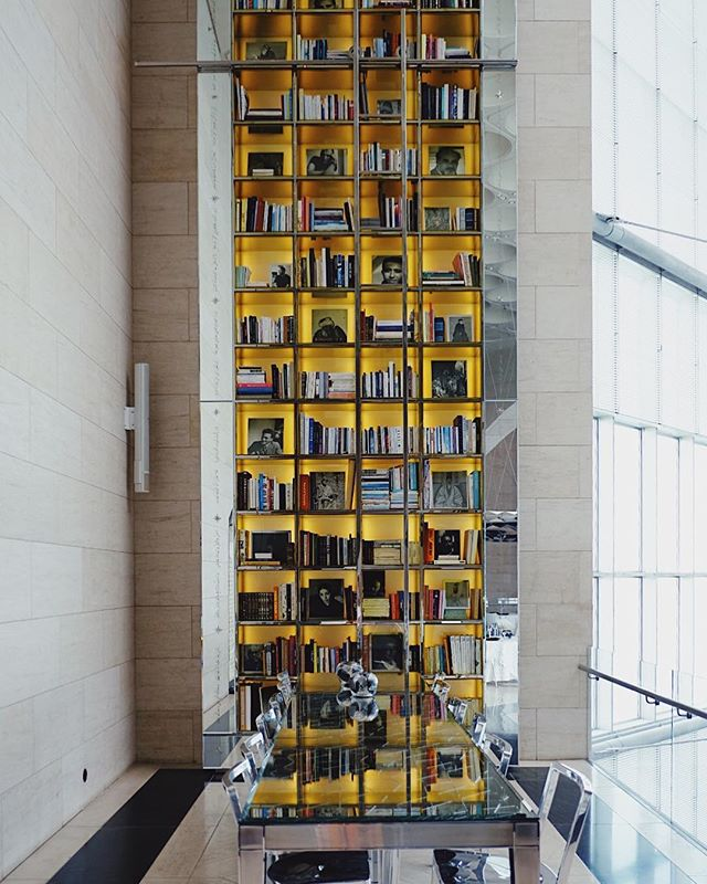 IDAM restaurant, in the heart of the museum, offers delicious cuisine and views of this very fancy bookcase 😍